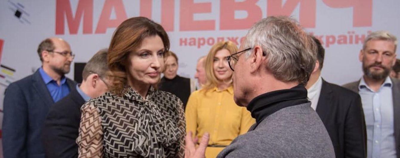 У прозорій блузці і стильній спідниці: ефектна Марина Порошенко на прем'єрі фільму