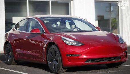 Дослідники з'ясували, чому автопілот Tesla вбиває водіїв