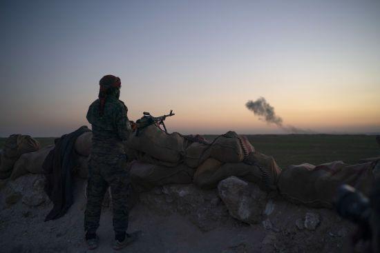 """Наступ на останній анклав бойовиків """"ІДІЛ"""" у Сирії уповільнився через цивільних"""