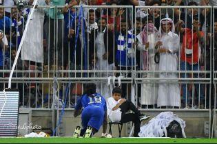 Французский футболист жутко напугал болбоя празднованием гола, а потом подарил ему футболку