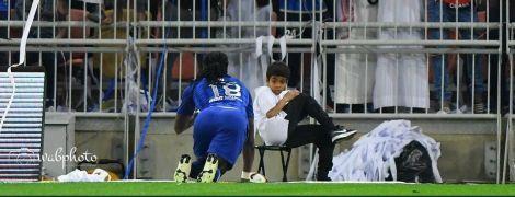 Французький футболіст страшенно налякав болбоя святкуванням голу, а потім подарував йому футболку