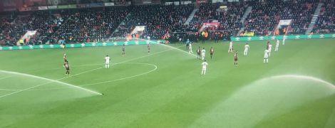 В Англії під час футбольного матчу випадково полили газон і гравців