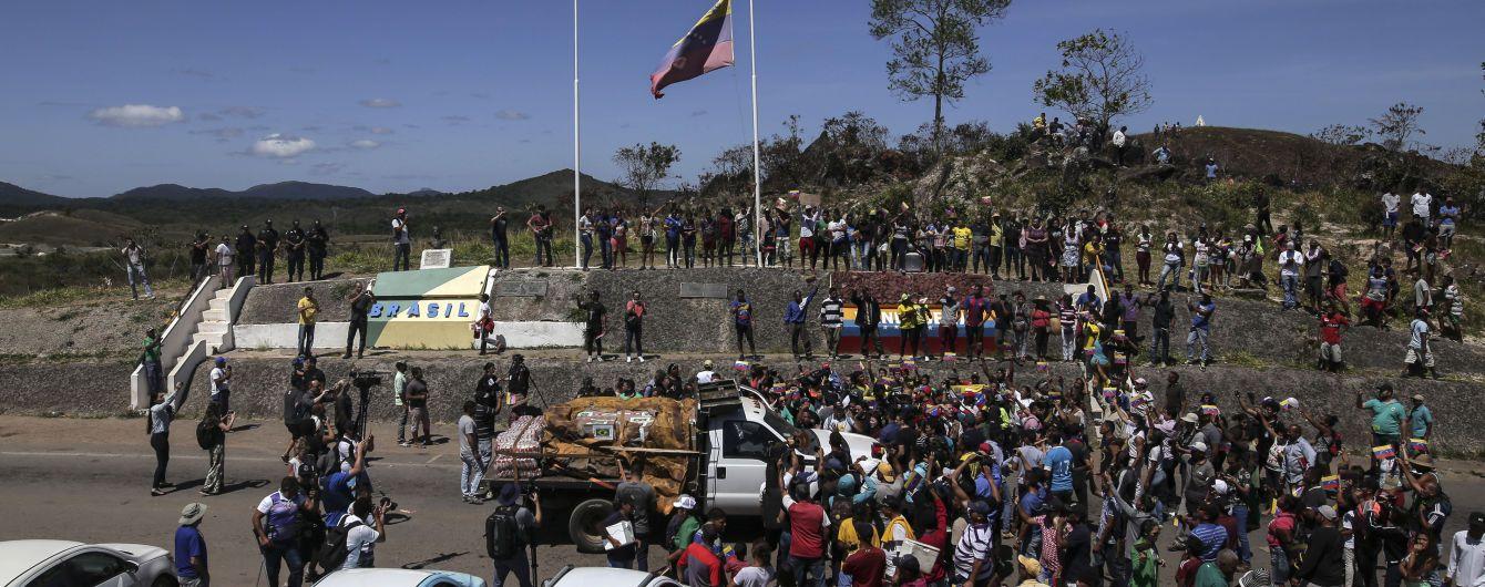 Гуайдо заявил, что гуманитарная помощь из Колумбии пересекла венесуэльскую границу