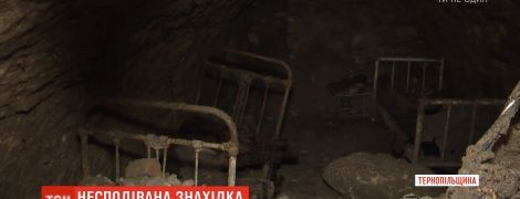 На Тернопольщине коммунальщики нашли под землей полностью обустроенную спальню