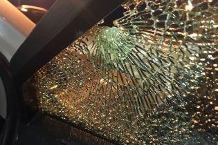 Под Киевом неизвестные обстреляли два автомобиля. В одном из них были дети