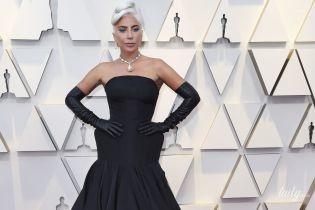 """Плакала от счастья: Леди Гага в платье от Alexander McQueen получила свой первый """"Оскар"""""""