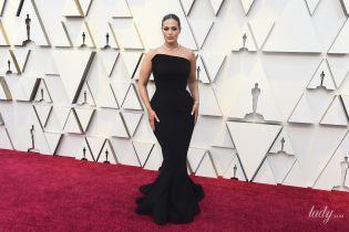Невероятная: Эшли Грэм впечатлила формами в корсетном платье