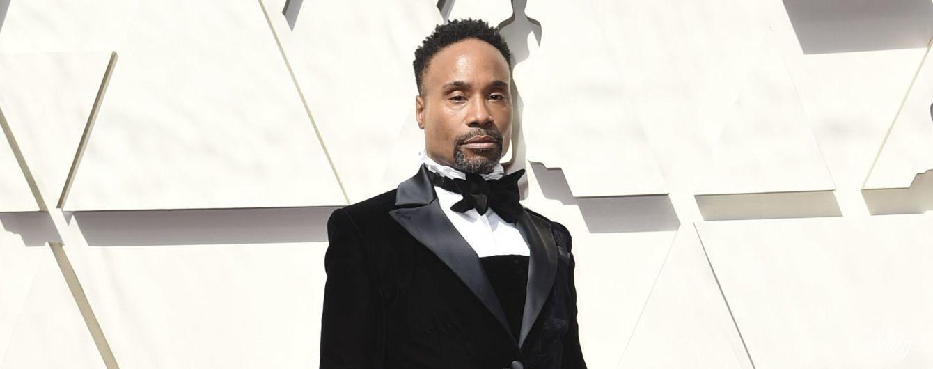 """Самый эпатажный образ на """"Оскаре"""": американский актер появился на красной дорожке в пышном бархатном платье"""