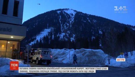 Лижник став жертвою потужної лавини на курорті в Альпах