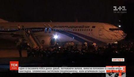 Спецпризначенці знешкодили пасажира, який погрожував зброєю на борту літака
