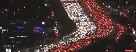 Кошмарные пробки на автомагистрали в Америке показали на видео