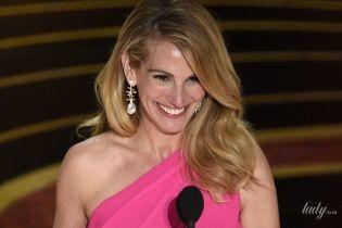 """Вона бездоганна: Джулія Робертс у сукні кольору фуксії на сцені церемонії """"Оскар"""""""