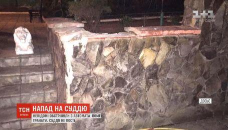 В Ровно неизвестные обстреляли имение председателя городского суда и бросили во двор гранату
