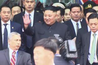 Ким Чен Ын на бронепоезде приехал во Вьетнам на встречу с Трампом