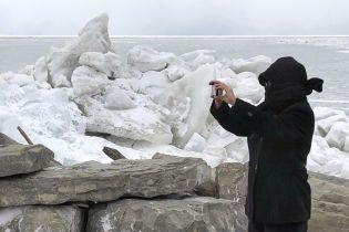 Куски льда засыпают дороги: штат Нью-Йорк накрыл сильный шторм
