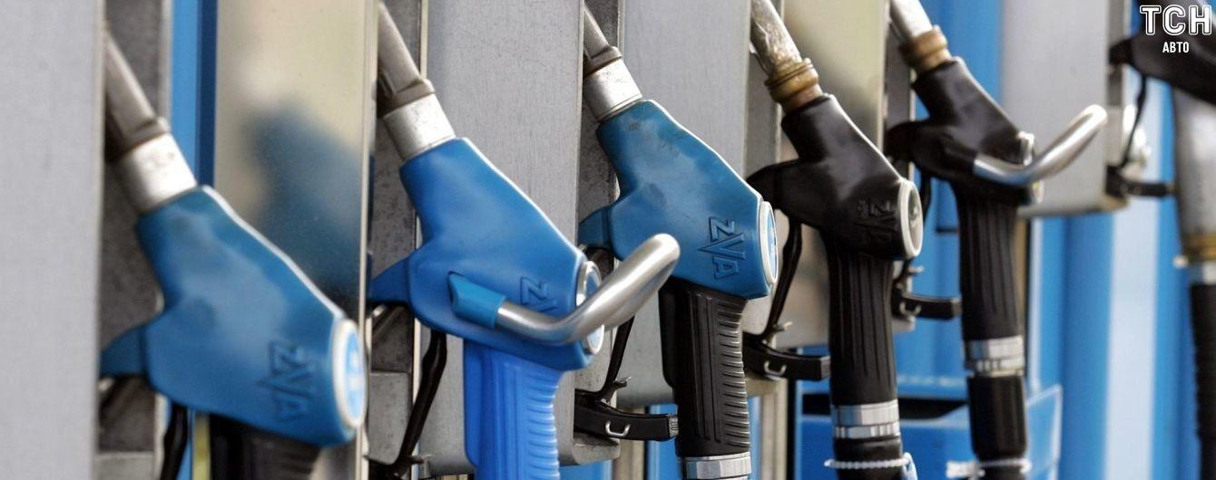 """""""Укрнафта"""" и ANP за ночь повысили цены на топливо на одну гривну"""