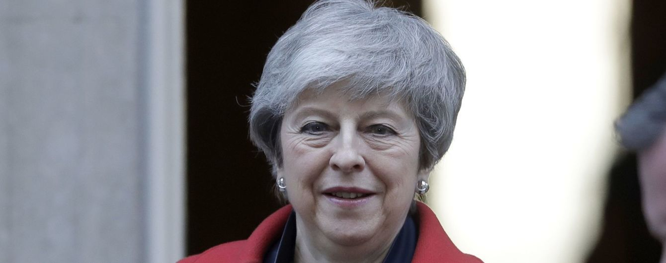 Премьер-министр Британии Мэй отказалась назвать дату своей отставки во время встречи с депутатами-консерваторами