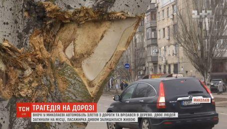 Автороща в центре Николаева: автомобиль слетел с дороги и врезался в дерево