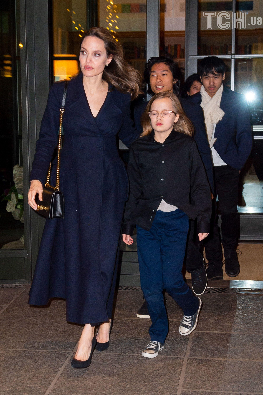 Анджеліна Джолі з дітьми_2