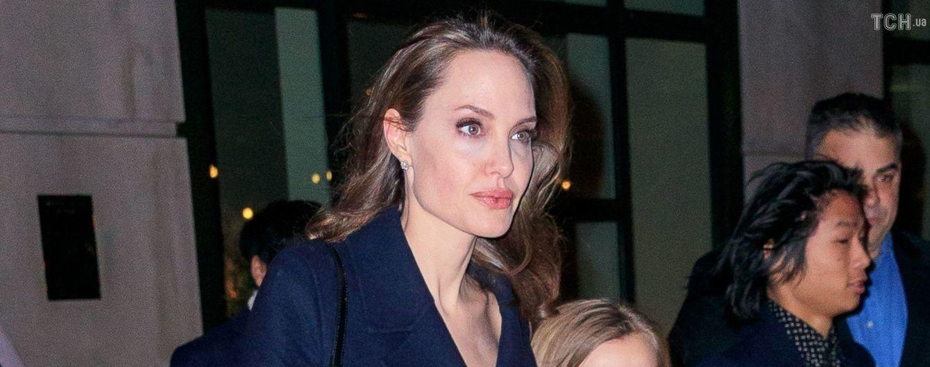 Редкий выход: Анджелина Джоли со всеми детьми появилась на публике