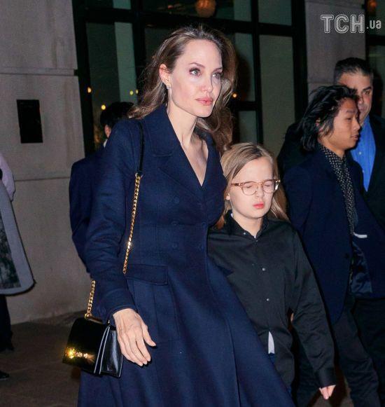 Рідкісний вихід: Анджеліна Джолі зі всіма дітьми з'явилася на публіці