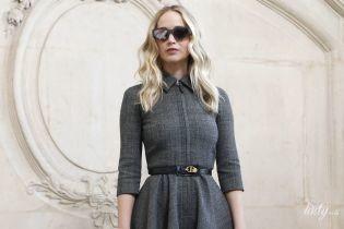 В сером мини: красивая Дженнифер Лоуренс на показе Dior