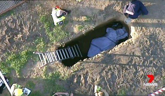 У Австралії зафільмували порятунок чоловіка з могили зі зламаною ногою
