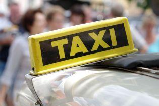 Пьяный таксист, которого трижды за вечер останавливали копы в Ровно, все же разбил свое авто