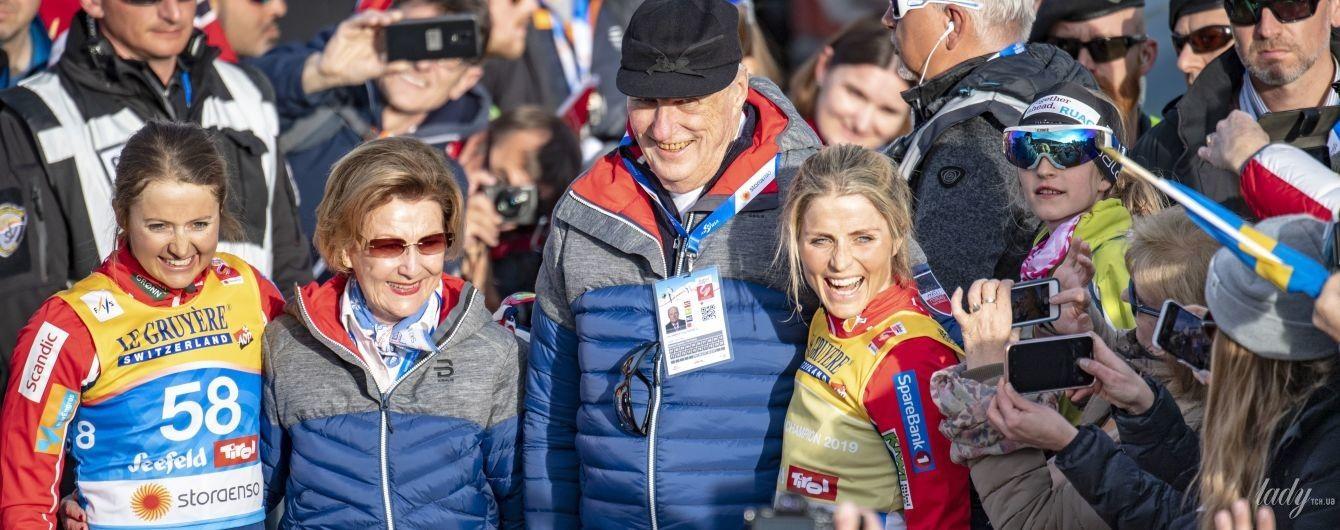 Любит соревнования: 81-летняя королева Соня вместе с мужем посетила спортивное мероприятие