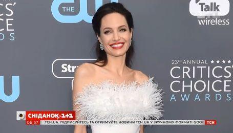 Анджелина Джоли впервые за долгое время появилась на публике со своими детьми