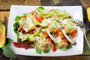 Салат из пекинской капусты с курицей и грушей