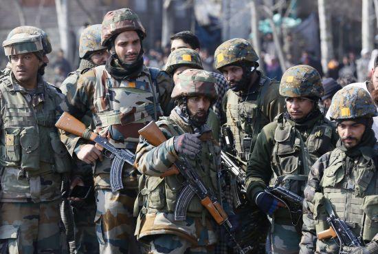 У Пакистані застрелили бойовиків, які напали на 5-зірковий готель