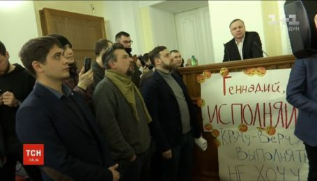 Транспортный скандал в Харькове: активисты заблокировали трибуну в сессионном зале городского совета
