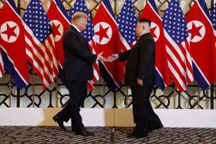"""Несмотря на провал переговоров с Ким Чен Ыном Трамп все равно назвал их """"содержательными"""""""