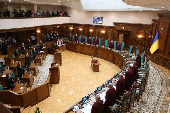 Скасування статті про незаконне збагачення: чому Конституційний суд ухвалив скандальне рішення