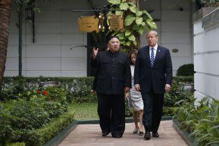 """Трамп попросил Ким Чен Ына не называть Байдена """"бешеной собакой"""""""