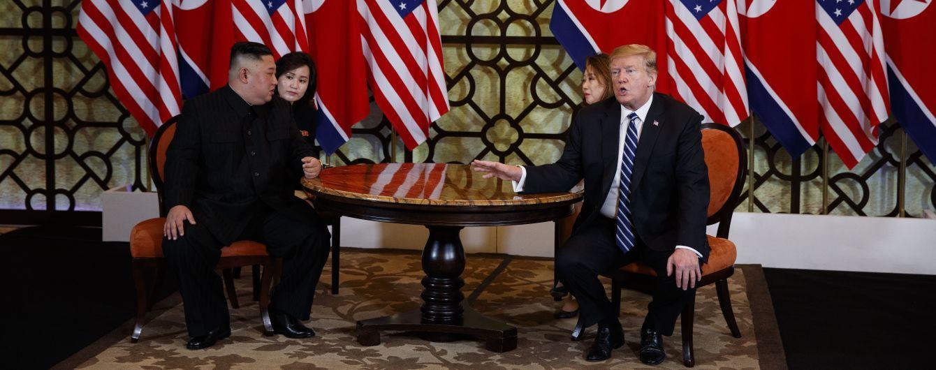 Трамп та Кім Чен Ин достроково покинули місце проведення саміту. Вони ні про що не домовилися