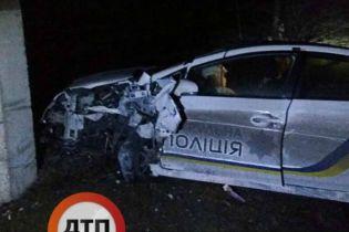 На Луганщине патрульные на Toyota Prius влетели в столб