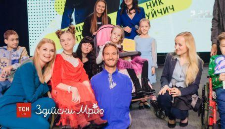 13-летняя украинка подарила вышиванку Нику Вуйчичу