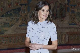 В небесно-голубом платье: королева Летиция на очередном приеме во дворце Эль-Пардо
