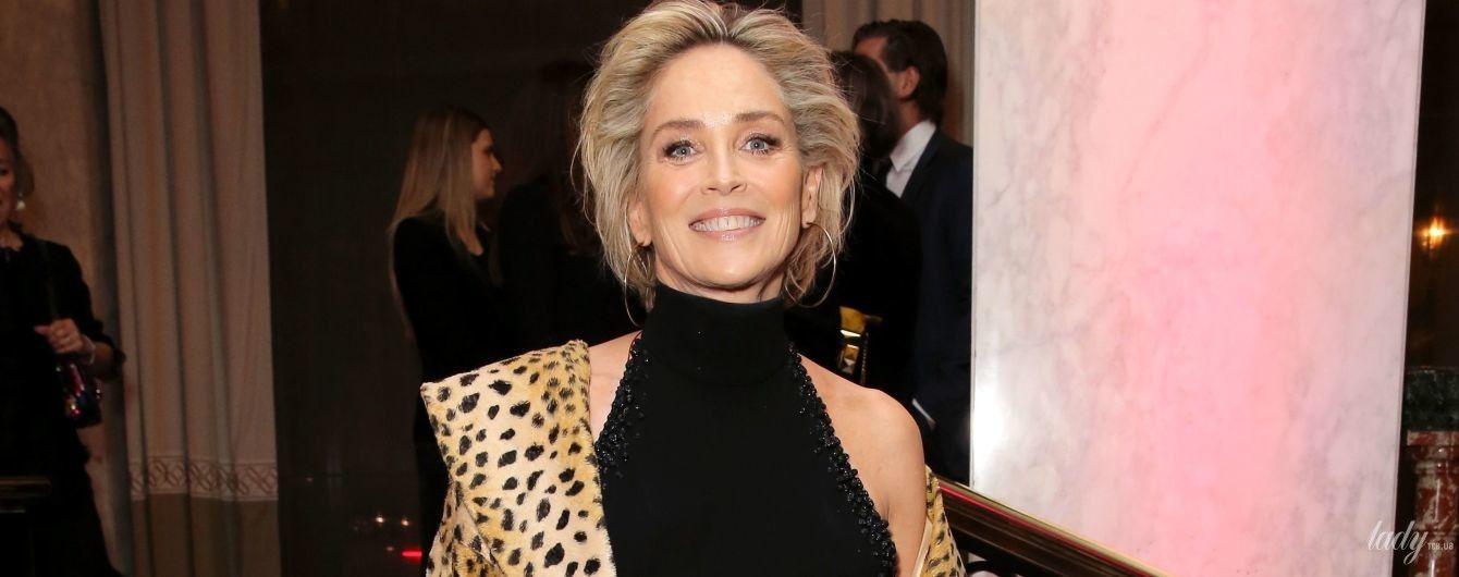 Как эффектна: Шерон Стоун в леопардовом пальто приехала на благотворительный вечер