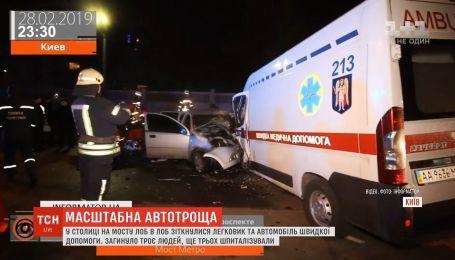 В столице лоб в лоб столкнулись легковушка и скорая, погибли три человека