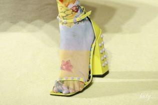 Ремешки, яркий цвет и устойчивый каблук: модная обувь сезона весна-лето 2019