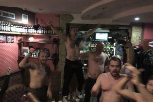 """Віце-президент """"Карпат"""" """"запалив"""" з уболівальниками перед львівським дербі"""