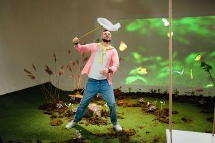 """Шовкопляс з метеликами, а Гордєєв з сачком: зірки """"1+1"""" зустріли весну у чарівному відео"""