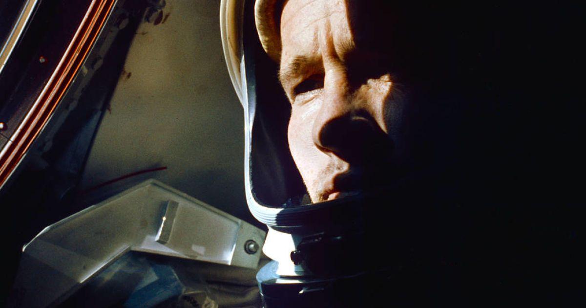 Астронавт Ед Вайт у червні 1965 року на борту Gemini 4, першої місії NASA у відкритому космосі.