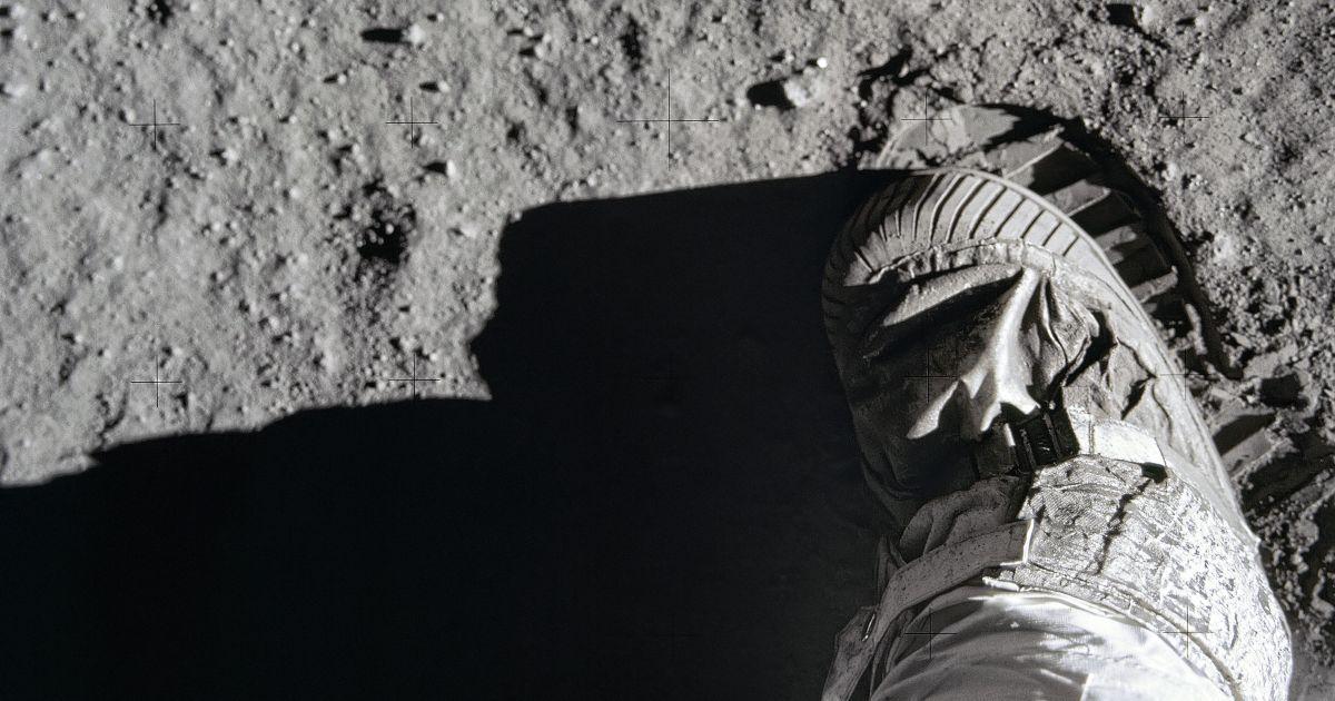 Исторические моменты и бесстрашные миссии: NASA опубликовало архив потрясающих фото