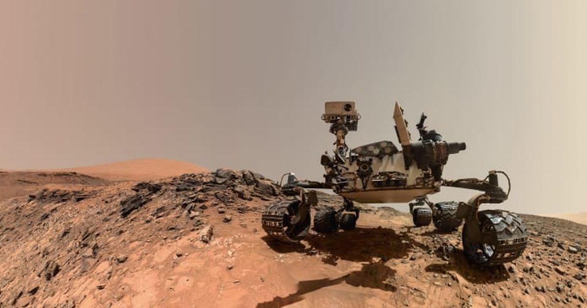 Автопортрет марсохода Curiosity, зроблений 5 серпня 2015 року на Червоній планеті.
