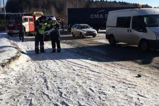 На окраине Москвы столкнулись фура и автобус с украинцами, есть пострадавшие - СМИ