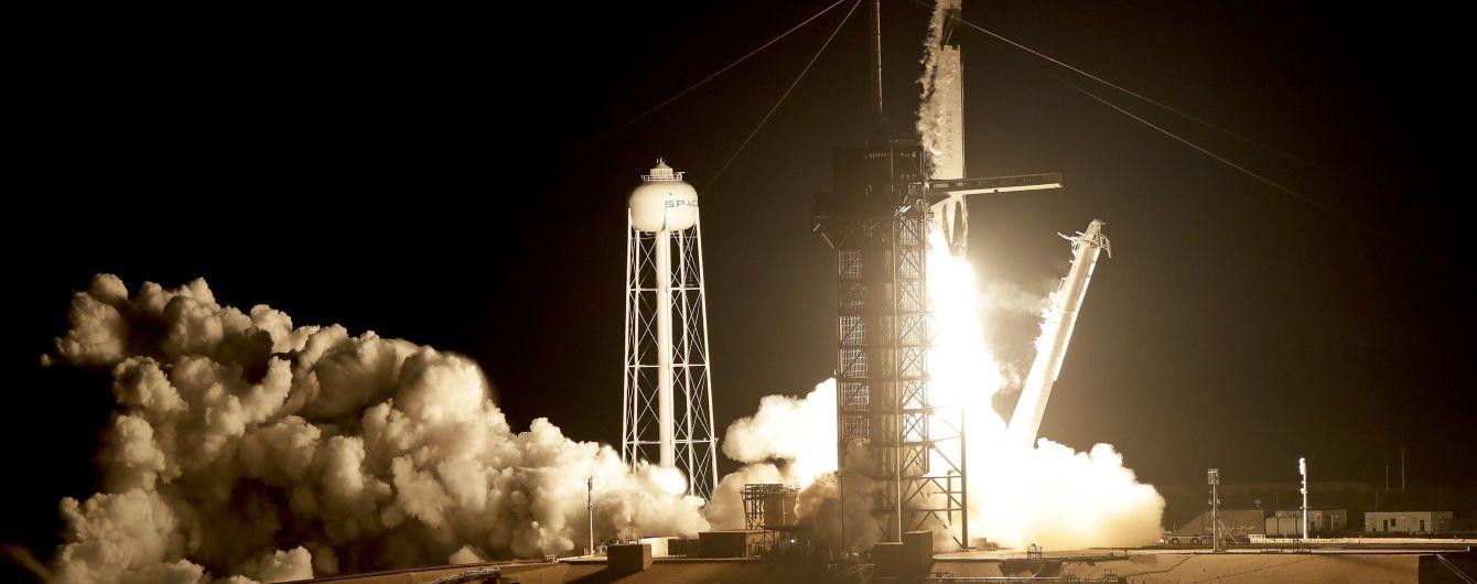 SpaceX впервые отправила в космос пилотируемый корабль с манекеном на борту